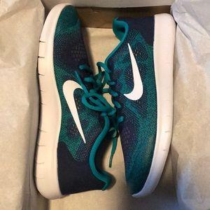 Nike free rn 2017 size 7 youth (women's 8.5)